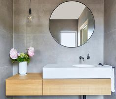 10 small bathroom design tips to maximise space — Homes to Love - Badezimmer Small Bathroom Organization, Bathroom Styling, Bathroom Interior Design, Interior Livingroom, Bathroom Design Small, Organization Hacks, Bad Inspiration, Bathroom Inspiration, Bathroom Ideas
