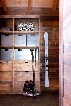 Snow board/ski storage on right side. Don't care for the fancy boxes on shelves Décor Ski, Chalet Ski, Chalet Style, Ski Decor, Ski Rack, Mudroom, Ladder Decor, Skiing, Snow Board