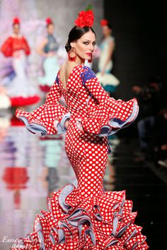 Pilar Rubio, SIMOF 2014 red and white polka dot Spanish Dancer, Spanish Woman, Glamour Movie, Mexican Costume, Spanish Costume, Latin Dance Dresses, Flamenco Dresses, Flamenco Dancers, Frou Frou