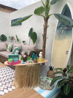 Plus qu'un sport, c'est un réel art de vivre ! #surf #lifestyle #deco #maisoncreative #monstera #tropical #summer #summervibes #party #outdoor Style Californien, Motif Floral, Zen, Miami, Table Decorations, Sport, Happy, Furniture, Design