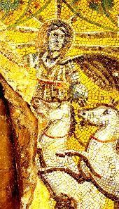 Mosaico databile intorno al II secolo d.C e ritrovato nel Mauseleo dei Giuli, all'interno degli Scavi Vaticani. Qui Cristo è rappresenta come il sole, ciò non è inusuale infatti i Cristiani rielaborarono le immagini pagane per le loro rappresentazioni. Spesso Cristo era rappresentato come Apollo, come Orfeo o come sole.