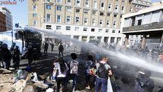Polícia de Roma entra em confronto com refugiados acampados em praça