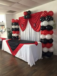Trendy graduation party red and black ideas Las Vegas Party, Vegas Theme, Casino Night Party, Casino Party Decorations, Casino Theme Parties, Themed Parties, Poker Party, Ladybug Party, 50th Birthday Party