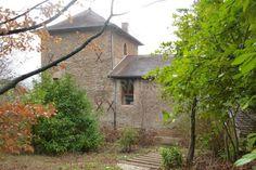 Proche de Lyon, dans hameau, belle maison en pierres, rénovée Prestige, Lyon, Cabin, House Styles, Home, Decor, Character Home, Stones, Houses