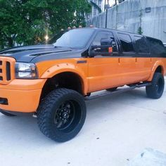 $48,000 - 2002 EXCURSION HARLEY DAVISON  Custom Excursion 7.3 4×4 lifted 24″ rims adjustable suspension ful leathers interios custom black and double stitch Orange stereo super nice on the street six door to Manny extras. For more details please visit: http://goo.gl/dOhnBO