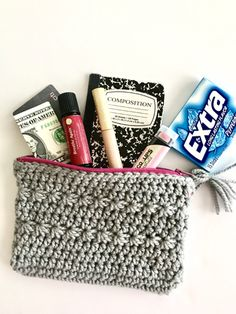 A fun star clutch crochet pattern for a star-studded evening out!  It's a quick, fun project. Need: chunky weight yarn, colorful zipper, needle and thread.