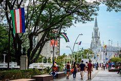 Bulevar del Río, el espacio que le cambio la cara a #Cali #PorCaliLoHagoBien #MiCaliSoñada Cali Colombia, Times Square, Street View, Travel, Amazing Architecture, Walks, Street, Parks, Cities
