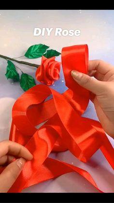 Diy Bow, Diy Ribbon, Ribbon Crafts, Paper Crafts, Ribbon Flower Tutorial, Ribbon Art, Diy Crafts Hacks, Diy Crafts For Gifts, Creative Crafts
