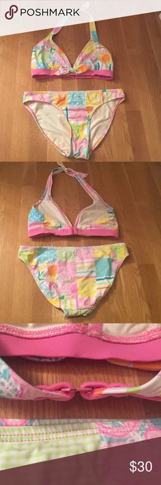 ⚡️ FLASH SALE Lilly Pulitzer Bikini Lightly worn! Size 6. No bra pads included, but the top has space to insert cups if you want. Adorable decorative bow and fun summery pattern! Lilly Pulitzer Swim Bikinis