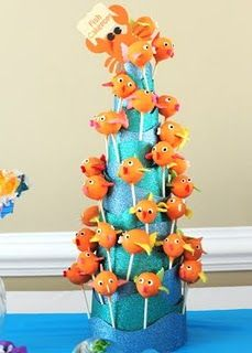 Fish cake pops and other under the sea party ideas - very well done!