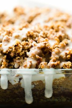 Moist fluffy oat flour cake with two layers of cinnamon streusel and a silky glaze on top--this Vegan Coffee Cake is a delectable baked morning treat! Vegan Dessert Recipes, Vegan Sweets, No Bake Desserts, Healthy Desserts, Cake Recipes, Vegan Food, Vegetarian Recipes, Healthy Recipes, Bolo Vegan