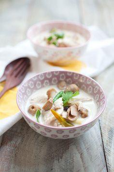Súp gà nước cốt dừa kiểu Thái đổi vị ngày nắng