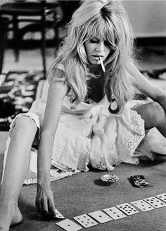 "French actress Brigitte Bardot on the set of ""Viva Maria"" and photographed by Douglas Kirkland via Miss Bridget Bardot Bridgitte Bardot, Film Noir Fotografie, Portraits, Poses, Foo Fighters, Belle Photo, Old Hollywood, Classic Hollywood, Hollywood Stars"