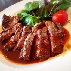 今日は #肉の日  #29日 #29の日  #昼からガッツリ  #ビーフ #チキン #ポーク #ランチ #そとごはん  #pork #Chicken #beef  肉のかたまりのみ食べたくて外出したw なぜなら食いしん坊だからさw 食べたくて食べたいものを食べるのって幸せ ライスもパンもスープもスイーツも付けずこれだけw  そんなに食べたくないのにクチ寂しくて食べると太るし好きでもないお付き合いで食べるのは不健康だしそんなに食べたくないのに節約の為に作って食べると結果食べ残しに繋がるから本当に食べたいものをお腹とよくよく相談する