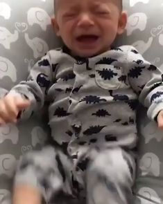 Baby won't stop crying until daddy gives him mommy' shirt. Cute Funny Baby Videos, Funny Baby Gif, Cute Funny Babies, Funny Baby Memes, Funny Videos For Kids, Funny Kids, Cute Kids, Cute Little Baby, Little Babies