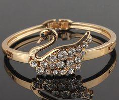 กำไลข้อมือผู้หญิง กำไลทอง 18 K ฝังเพชร คริสตัล ออสเตเรีย ออกแบบ ตัวหงส์ สี Rose Gold กำไลข้อมือ วัยรุ่น แบบหรู ใส่ออกงาน 781073