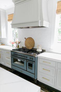 006 Kitchen Oven, Basic Kitchen, New Kitchen, Vintage Kitchen, Kitchen White, Kitchen Small, Built In Cabinets, Kitchen Cabinets, Kitchen Appliances