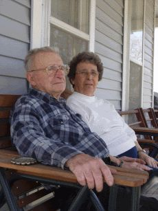 How do you know when it's not safe for your elderly parents to live alone? Here are 10 clear warning signs.