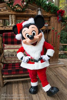 Jingle Jangle Jamboree - Santa Mickey Mouse