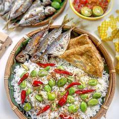 Tasty Rice Recipes, Fish Recipes, Asian Recipes, Cooking Recipes, Nasi Liwet, Nasi Bakar, Japanese Cheesecake Recipes, Sambal Recipe, Malay Food