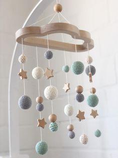 Mobile, nature mobile, mobile with crochet ball, Montessori Mobile Baby Room Design, Baby Room Decor, Nursery Room, Mobiles En Crochet, Crochet Mobile, Crochet Ball, Diy Bebe, Wooden Stars, Baby Cribs