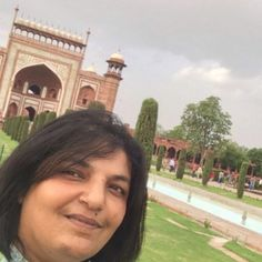 Mudita Karwa, teacher from India, teaches hindi language.