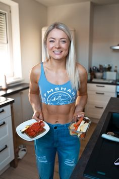 Meal Prep Inspo: Protein Bread + Smoked Salmon, Hummus and raw Veggies ✨ . Protein Bread, Food Diary, Smoked Salmon, Intermittent Fasting, Hummus, Meal Prep, Veggies, Abs, Vegetable Recipes