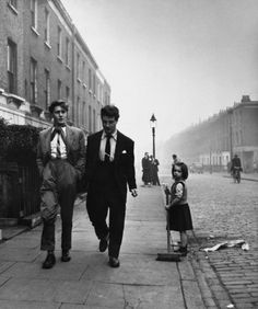 Teddy Girl wearing a pencil skirt and tight sweater. Teddy Boys on a London Street Pointed toe shoes named wink. Teddy Boys, Teddy Girl, Vintage Pictures, Old Pictures, Old Photos, London History, British History, Vintage Photography, Street Photography