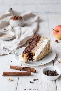 - Glutenfreie Apfeltorte Recipe for a gluten-free apple pie with hazelnuts and chocolate. Paleo Dessert, Delicious Desserts, Gluten Free Apple Pie, Gluten Free Recipes, Austrian Recipes, Austrian Food, American Desserts, Good Food, Yummy Food