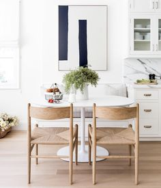 15 Kitchen Banquette Seating Ideas For Your Breakfast Nook Kitchen Dining Sets, Kitchen Seating, Dining Nook, Kitchen Nook, Small Dining, Eat In Kitchen, Dining Room Design, Kitchen Ideas, Smart Kitchen