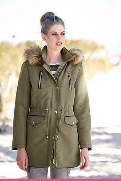 Grønn parkas med fuskepels Canada Goose Jackets, Parka, Winter Jackets, Fashion, Scale Model, Winter Coats, Moda, Winter Vest Outfits, Fashion Styles