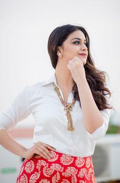 Actress Keerthi Suresh In Sandakozhi 2 Movie Press Meet Photos Stills Beauty Full Girl, Beauty Women, Girl Pictures, Girl Photos, Hd Photos, White Off Shoulder Dress, Elegant Girl, Most Beautiful Indian Actress, Indian Beauty Saree