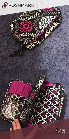 Large Blush & Brush Cosmetic Bag Large Vera Bradly Blush & Brush Cosmetic Bag. Never used! Vera Bradley Makeup