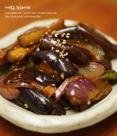 맛있는 가지볶음 황금레시피! 덥다는 핑계로 주방을 멀리 했더니 집에 먹을만한 밑반찬이 하나도 하나도 없... Vegetable Seasoning, Korean Food, Sausage, Brunch, Pork, Food And Drink, Favorite Recipes, Beef, Baking