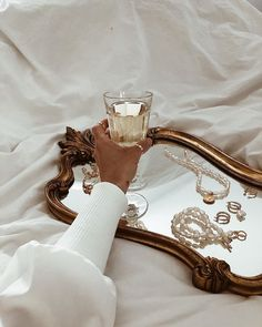 Boujee Aesthetic, Brown Aesthetic, Aesthetic Vintage, Aesthetic Pictures, Pearl Jewelry, Vintage Jewelry, Iphone Design, Princess Aesthetic, Parisian Style
