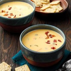 Cheese Soup with a Twist Cheesy Broccoli Soup, Asparagus Soup, Cauliflower Soup, Wisconsin Cheese Soups, Beer Cheese Soups, Restaurant Soup Recipe, Copycat Soup Recipe, Copycat Recipes, Chowder Recipe