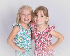 E13.jpg (3000×2400)https://www.pinterest.fr/pin/create/extension/?url=https://thumbs.dreamstime.com/z/loving-sisters-6041843.jpg