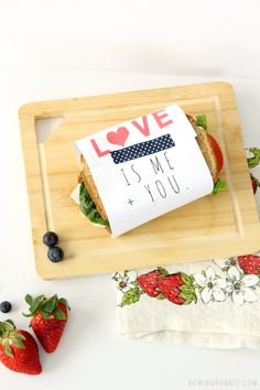Wrap up a sandwich with love xx I just love the simplicity and design of this free printable from @mesewcrazy