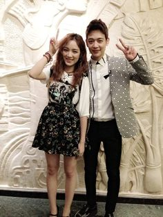 Jia and Minho snap a friendly picture