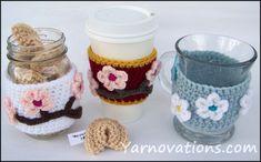 Facos e copos com flor sakura