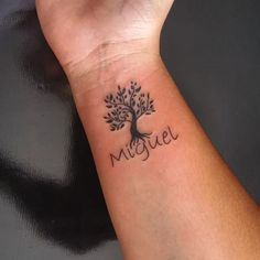 Tatuagem de árvore da vida: 80 ideias para todos os estilos Lottus Tattoo, Bodhi Tree, Life Tattoos, Tatoos, Tattoo Ideas, Celtic Tree Of Life, Old Tattoos, Shoulder Tattoo Flowers, Sister Tat