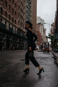 LA Blogger Tania Sarin in New York City wearing Aritzia all black outfit for fall and a beret talking about incorporating Parisian style into your wardrobe.