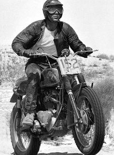 Steve McQueen on his Triumph! Triumph Motorcycles, Vintage Motorcycles, Steve Mcqueen Triumph, Steve Mcqueen Motorcycle, Casque Bell, Blitz Motorcycles, Steeve Mcqueen, Harley Davidson, Enduro Vintage