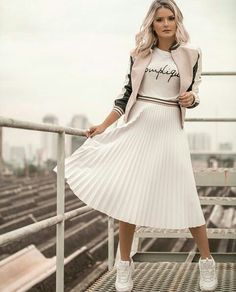 Trendy Sneakers Outfit Skirt Dresses Converse 64 Ideas Source by Faltenrock casuales juvenil tenis Modest Dresses, Modest Outfits, Skirt Outfits, Modest Fashion, Dress Skirt, Casual Outfits, Cute Outfits, Fashion Outfits, Modest Wear