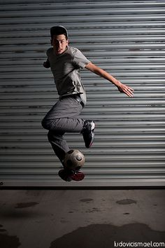 Soccer trickster Ireland http://streets-united.com/blog/football-freestyler-entertainer-ireland/