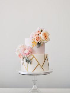 6 Wedding Cake Trends in 2020 Black Wedding Cakes, Elegant Wedding Cakes, Elegant Cakes, Beautiful Wedding Cakes, Wedding Cake Designs, Beautiful Cakes, Cake Wedding, Wedding Cake Centerpieces, Geometric Cake