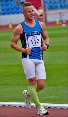 Track and Field Lycra Men, American Football Players, Athletic Supporter, Mens Tights, Cycling Wear, Super Sport, Male Physique, Track And Field, Man In Love