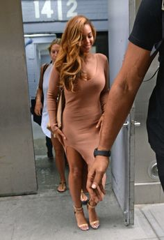 Look for Less: Beyonce's New York City Self Portrait Camel Ribbed Knit Side Slit Dress Beyonce Style, Beyonce And Jay Z, Conservative Fashion, Side Slit Dress, Mrs Carter, Blue Ivy, Queen B, Celebs, Celebrities
