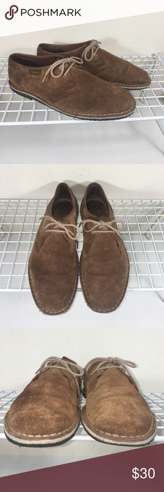 Clarks Originals Casual Oxfords Sz. 9 Clarks Originals Mens Sz. 9 suede upper and crepe rubber soles casual oxfords. Evidently worn but lots of life left. See all pictures for accurate condition. Bundle to save, no trades. Reasonable offers considered. Final sale. Clarks Shoes Oxfords & Derbys
