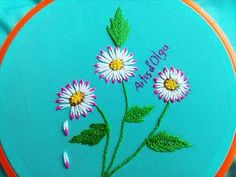 Double Color Thread Daisy Flowers with Lazy Daisy Stitch Margaritas en Puntada Margarita Doble Color - YouTube